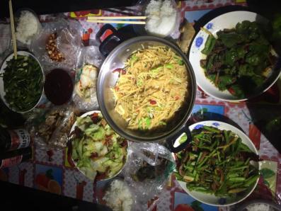 房车生活 - 野外大餐