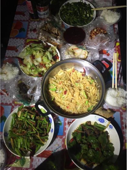 新疆美食 - 房车在旅途中
